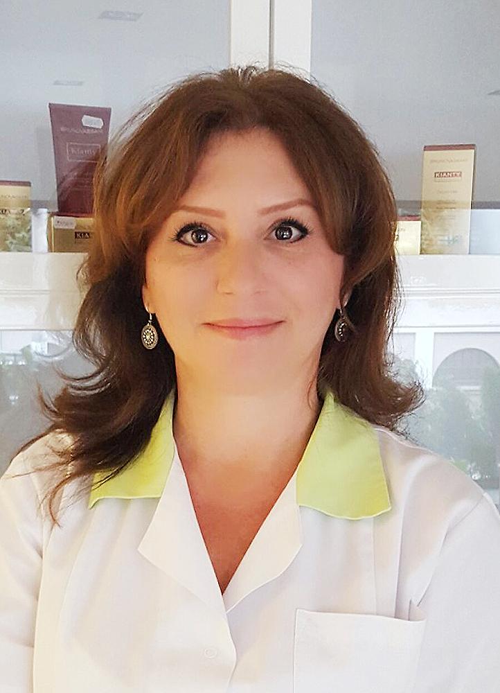 Cristina Zamfirescu_Specialist Cosmetica DermaCare  Clinique